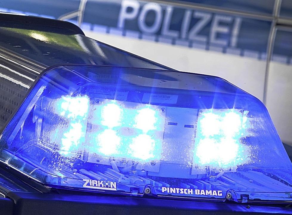 An insgesamt 13 Orten durchsuchte die ...m Freitag Wohnungen der Beschuldigten.  | Foto: Friso Gentsch (dpa)
