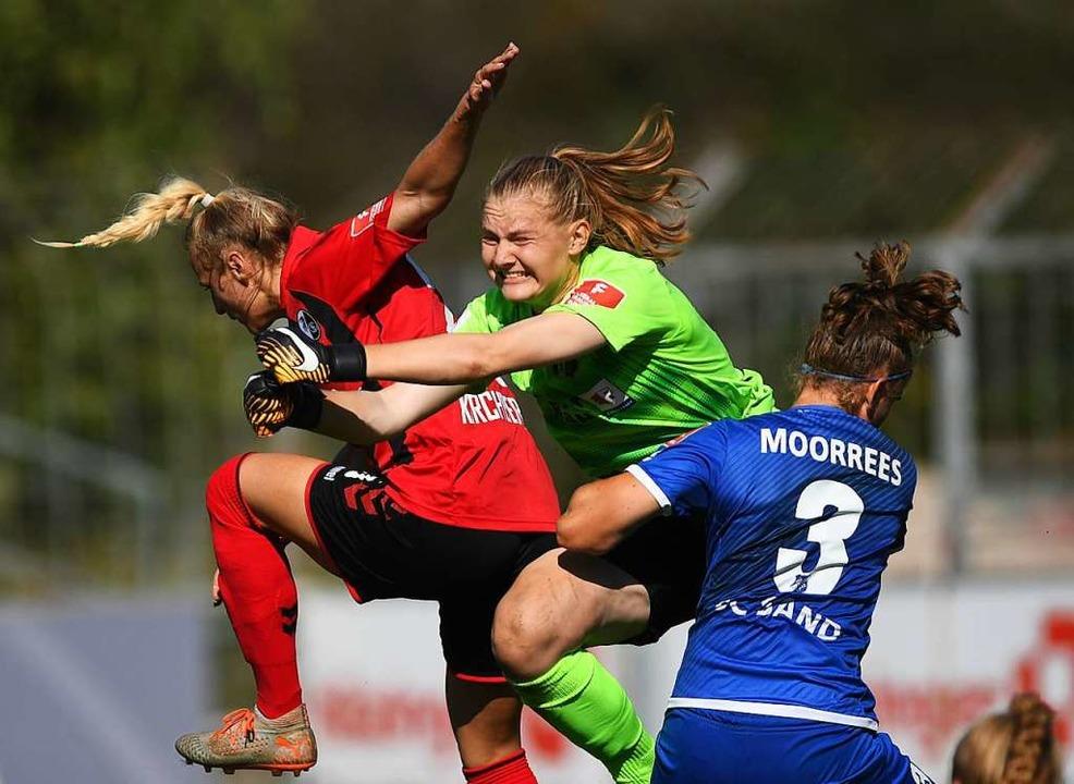 Ein hart umkämpftes Derby – wie ...erwarten die Spielerinnen am  Sonntag.  | Foto: Patrick Seeger