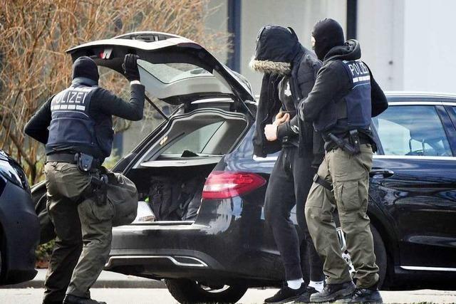 Haftbefehle gegen Mitglieder und Unterstützer mutmaßlicher rechter Terrorzelle