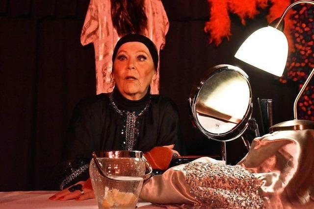 Polternder Abschied einer Diva im Schopftheater in Tumringen