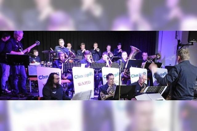 Chnopfi-Band macht swingend den Knopf drauf