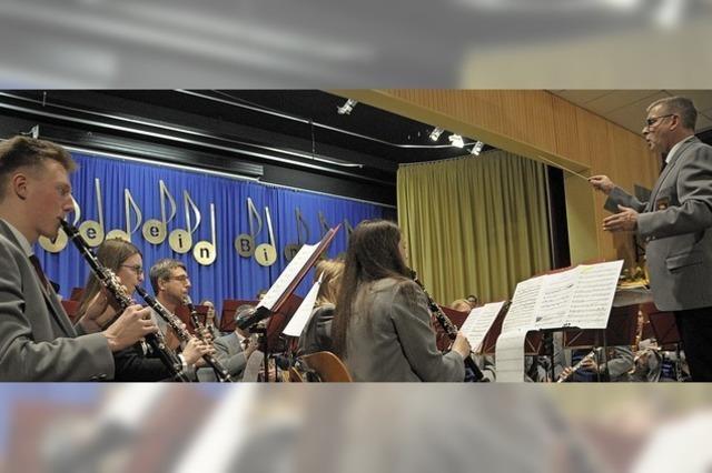Farbenfrohe Blasmusik beschließt das Jubiläumsjahr in Binzen