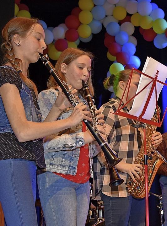 Die Dorfkinder sorgten für Musik.  | Foto: Heinz und Monika Vollmar