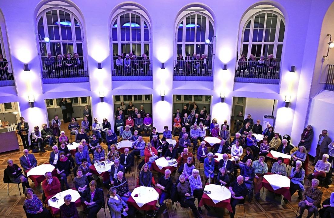 Vorspiel im Foyer: Die Einführung in d...di-Oper fand im Winterer-Foyer statt.   | Foto: Thomas Kunz