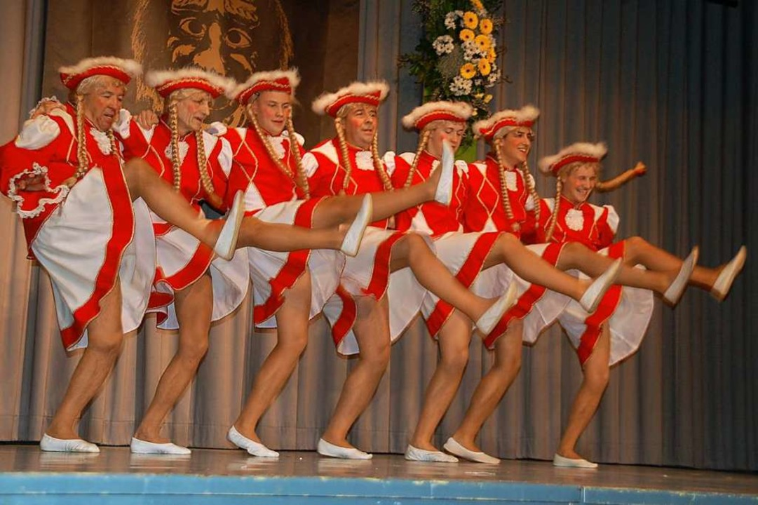 Glanzvoller Schlusspunkt: Der Garde-Tanz der Froschen-Männer    Foto: Petra Wunderle