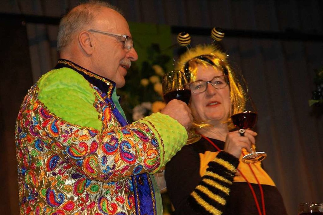 Meisler Promis bei der Weinprobe    Foto: Petra Wunderle
