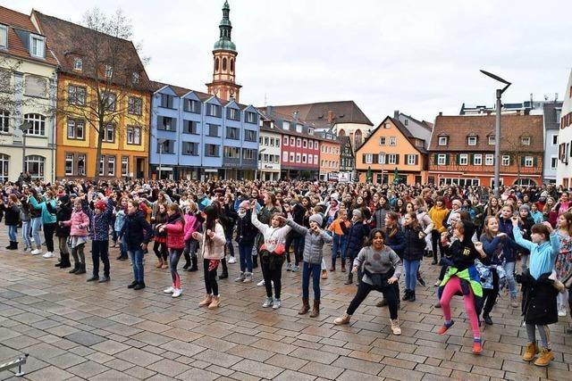 1100 Menschen in Offenburg fordern ein Ende der Gewalt gegen Frauen