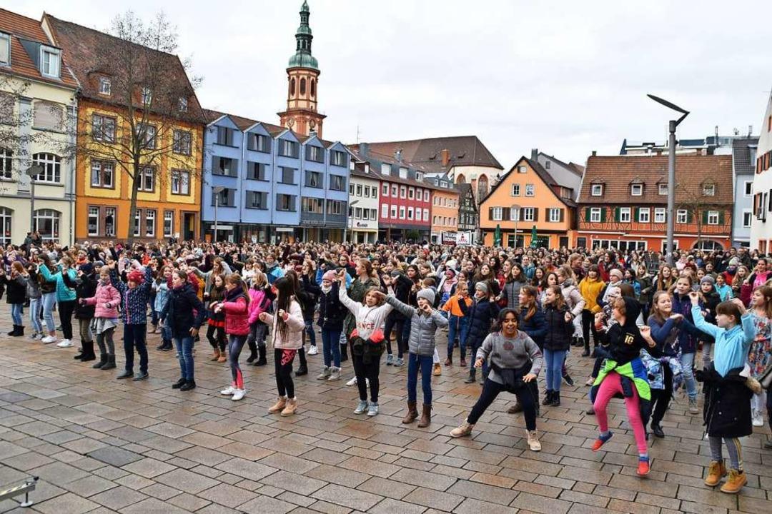 Der Offenburger Marktplatz wurde für e...de  zur großen Bühne für Frauenrechte.  | Foto: Barbara Puppe