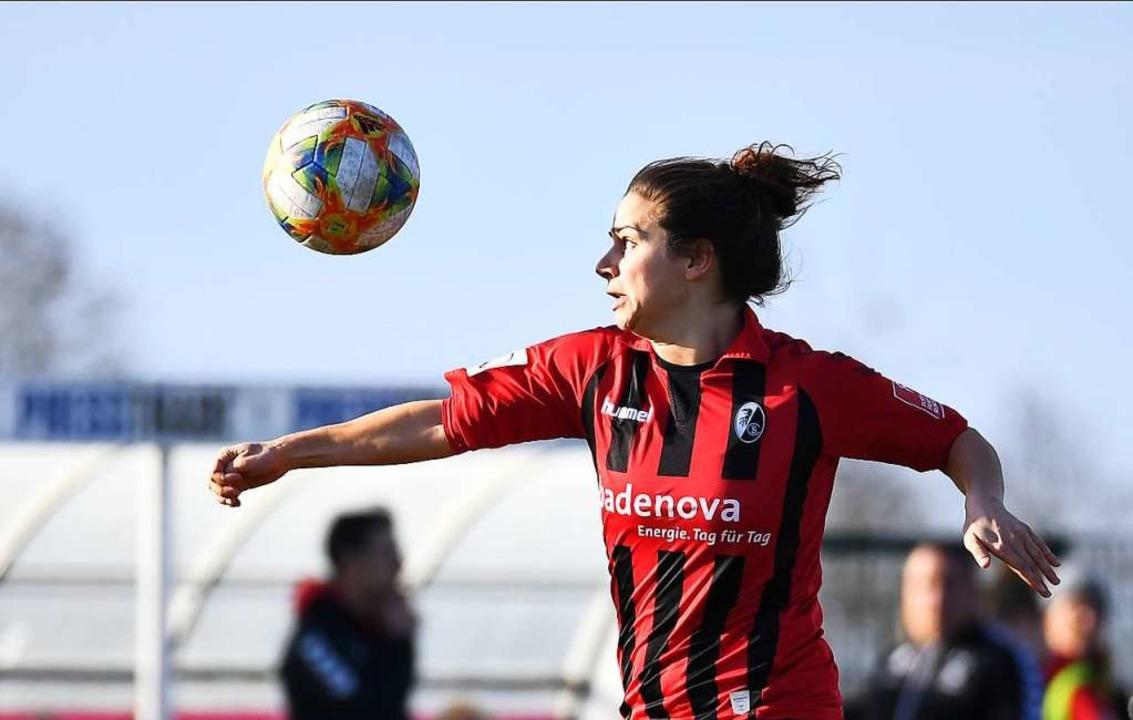Anja Hegenauer  am Ball  | Foto: Achim Keller