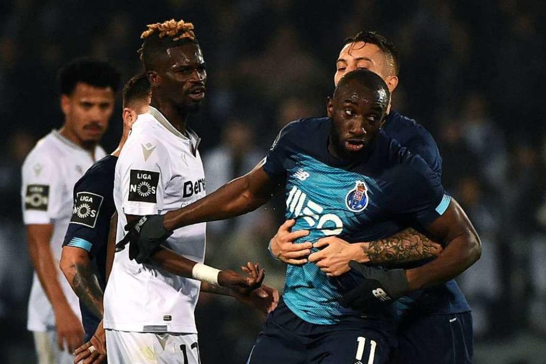 Kaum zu halten in seiner Verzweiflung: Moussa Marega.  | Foto: MIGUEL RIOPA (AFP)