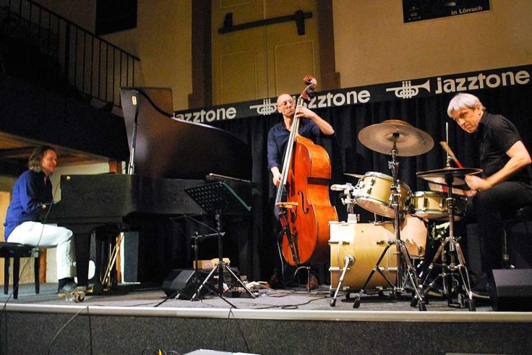 Das Walter Lang Trio mit (von links) W...geisterte mit frischem, modernem Jazz.  | Foto: Thomas Loisl Mink