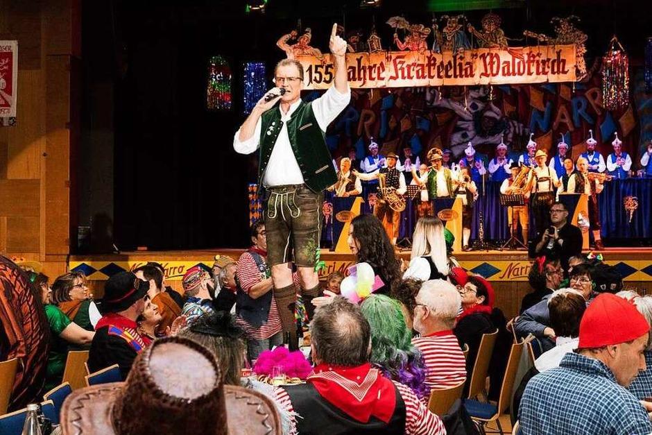 Stefan Bayer und die Elztäler Zwietracht heizte die Stimmung in der Stadthalle weiter an. (Foto: Gabriele Zahn)