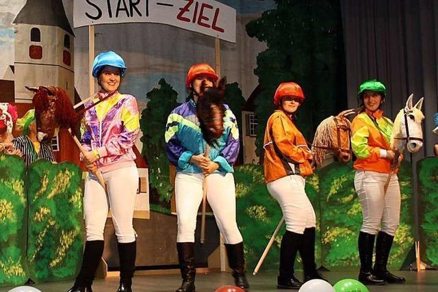 Fotos: Narren in Sasbach feiern bunte Rhinschnogäparade