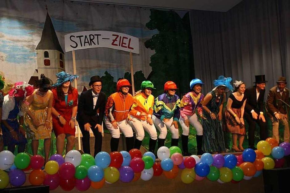 """Die """"Rauchfuss-Bagage"""" der Ministranten inszenierte  farbenfroh und flott den """"Großen Preis von Sasbach"""" (Foto: Christiane Franz)"""