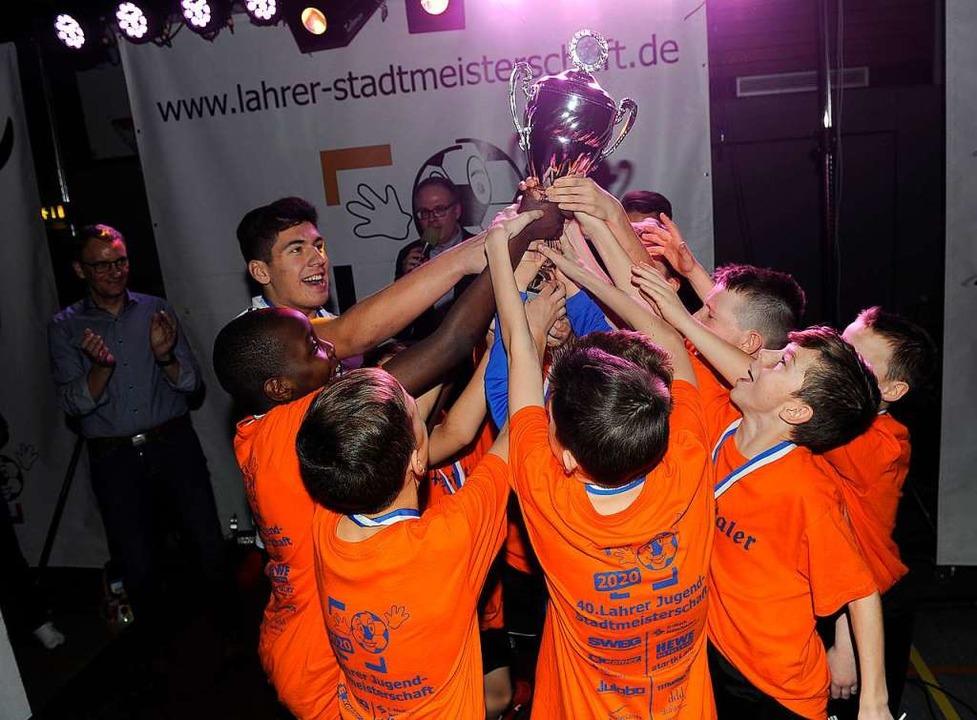Der Pokal gehört uns!  | Foto: Pressebüro Schaller