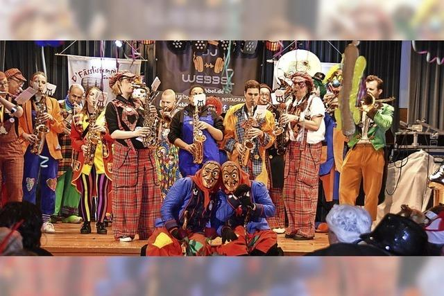 Kurioses aus dem Dorf zu Musik und Tanz