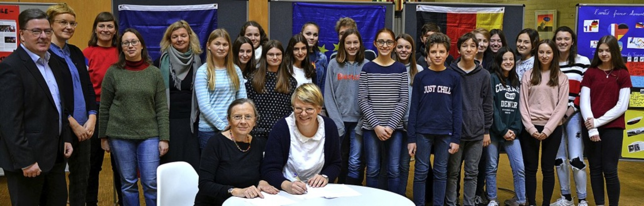 Direktorin Silke Wießner und Katrin Ha...e und Schüler (von links) schauten zu.  | Foto: Patrick Schmeja