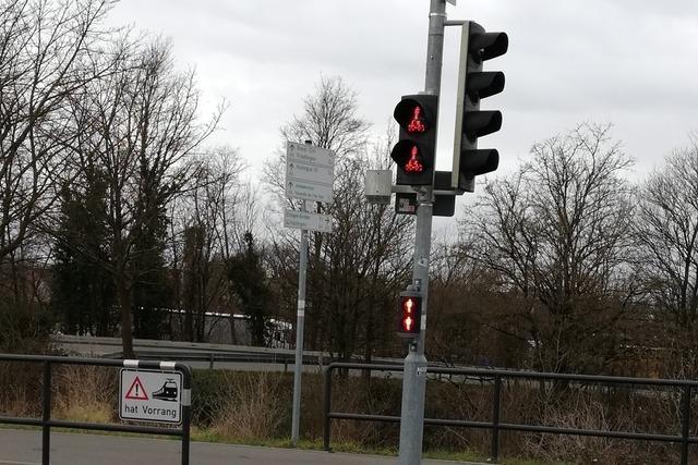 Tramübergang an der Lustgartenstraße hat nun zusätzliche Rotlichtzeichen