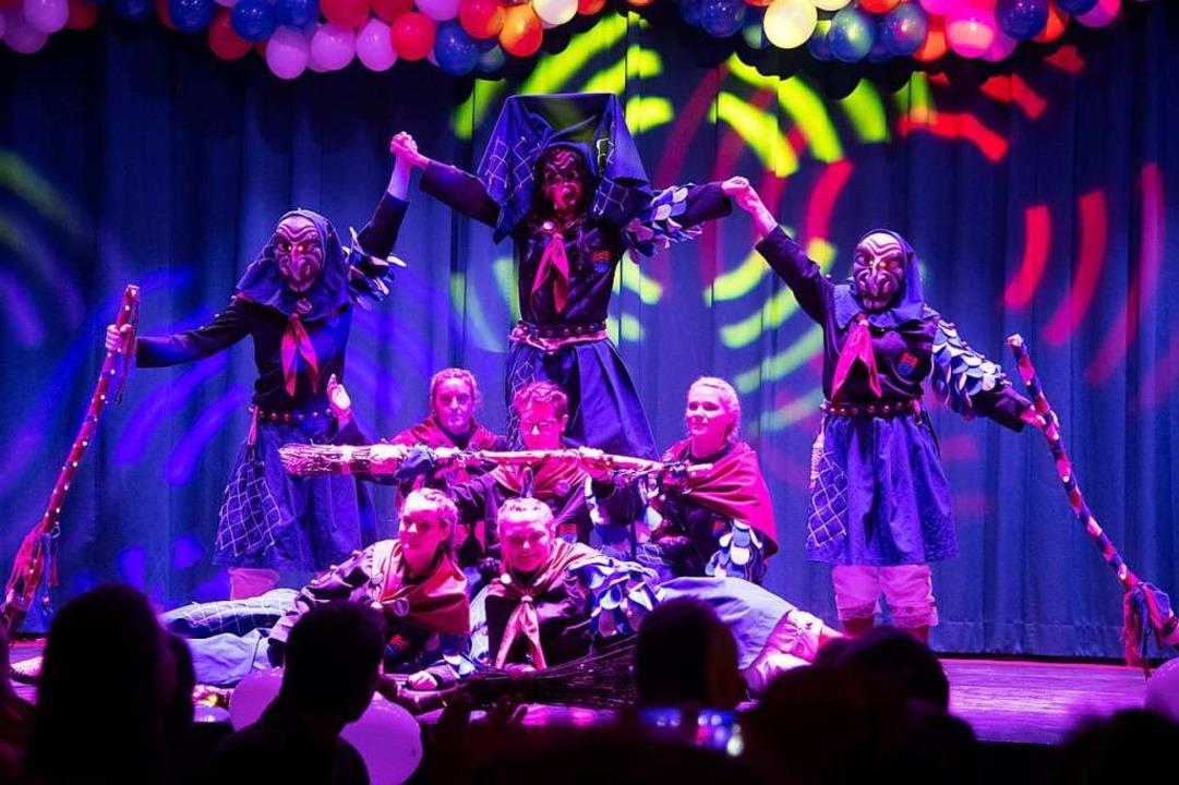 Gelungene Premiere: die Klemmbach-Hexen mit ihrem Tanz  | Foto: Volker Münch
