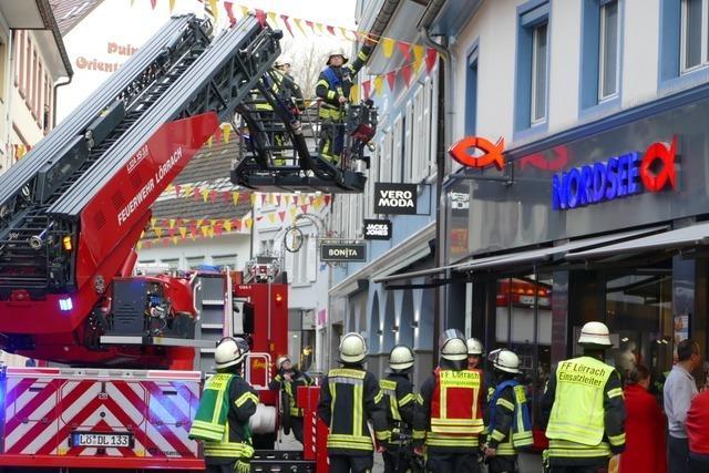 Feuerwehr löscht Fritteusenbrand in der Innenstadt