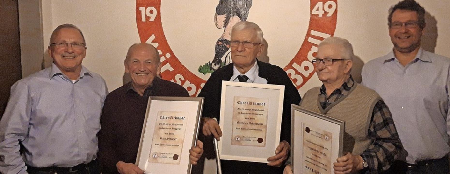 Ehrungen beim SV Broggingen: von links...lli Mattmüller und Vize  Martin Fink.   | Foto: Verein