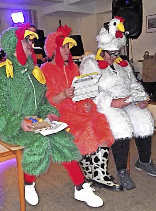 Gackernde Hühner (von links) Christine...udia Klein und  Bettina Gliese und ...    Foto: Gertrud Rittner