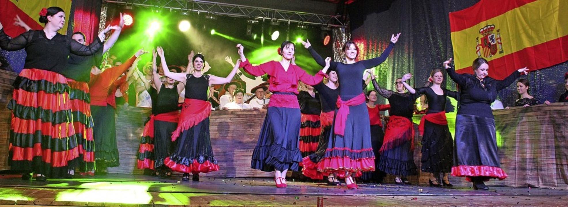 Farbenfrohe Folklore beim Schlussauftr...zum spanischen Motto der bunten Abende  | Foto: Otmar Faller