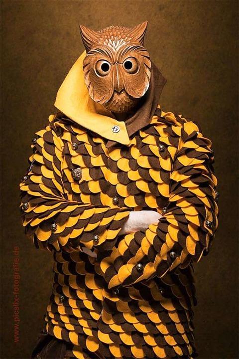 Maske und Häs gehören dem Verein der E...at, um sich entsprechend einzukleiden.  | Foto: Felix Schelb