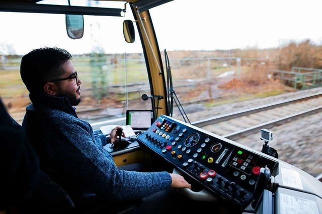 Verkehrsminister sieht Flüchtlinge auf gutem Weg zum Lokführer