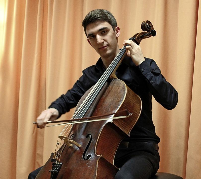 Mit seinem 179 Jahre alten Cello schen... den Gästen einen gefühlvollen Abend.   | Foto: Christiane Pfeifer
