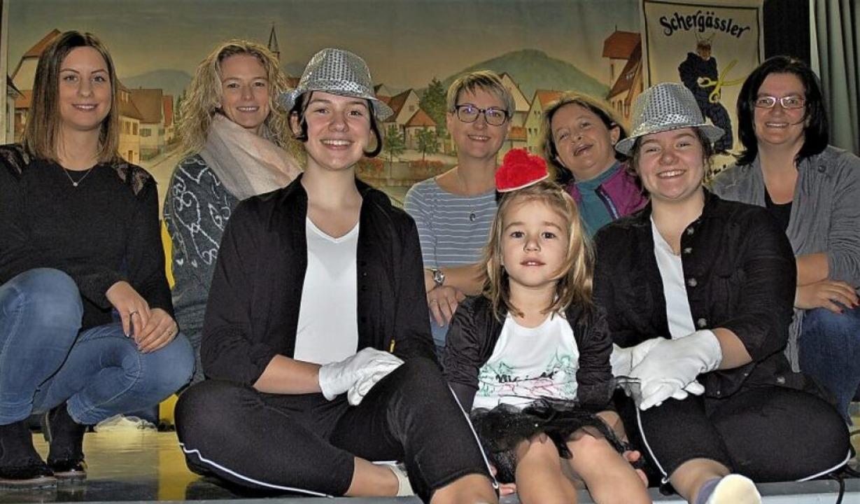 Larissa Mühlhaus, Laura Eckerle und Sh...n links) mit ihrem Trainerinnen-Team.   | Foto: Wolfgang Beck