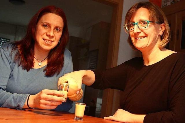 Der Eierlikör dieser beiden Frauen ist der Renner bei der Lörracher Fasnacht