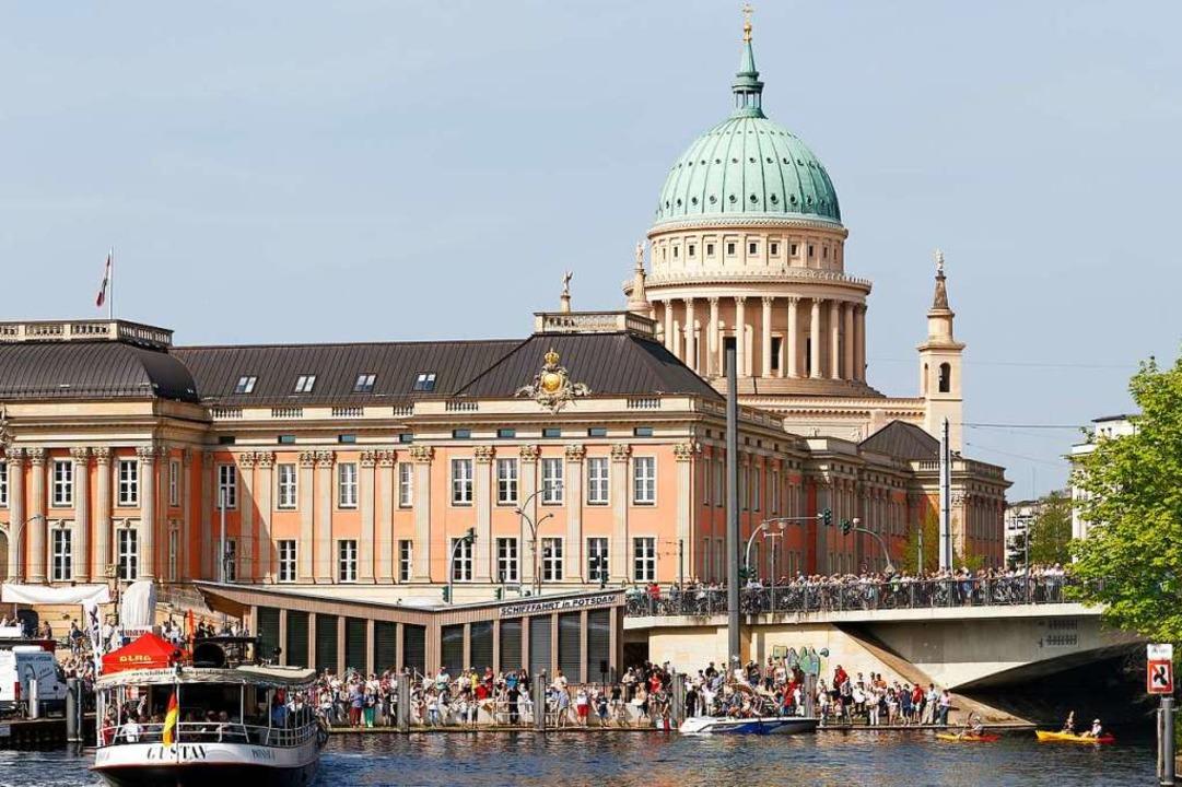 Hafenatmosphäre in Potsdam, im Hintergrund die Nikolaikirche am Alten Markt    Foto: Andre Stiebitz
