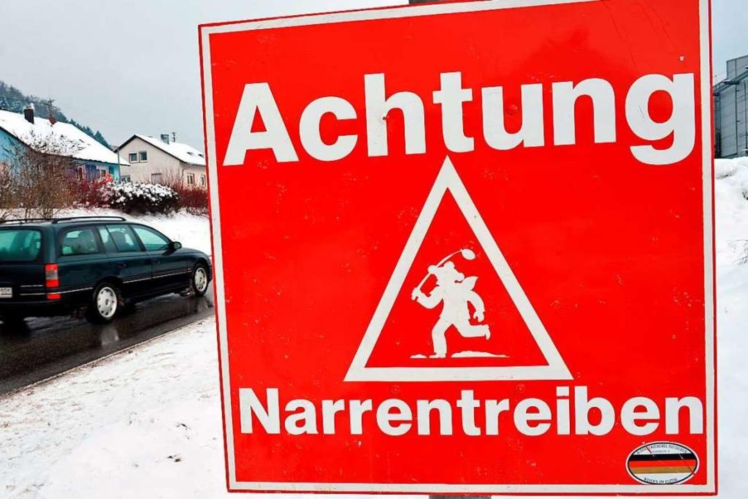 Ein Schild am Ortseingang der alemanni...n Treiben in dem Schwarzwaldstädtchen.  | Foto: Rolf Haid