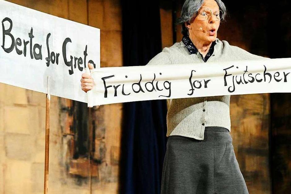 Das Mütterle (Wolfgang Schäfer) solidarisierte sich mit der Klimaschutzbewegung und erntete tosenden Applaus. (Foto: Bernhard Seitz)