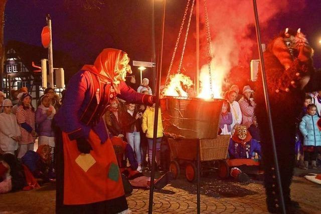 Narren entmachten Gundelfingens Bürgermeister und feiern ihren Hexensabbat