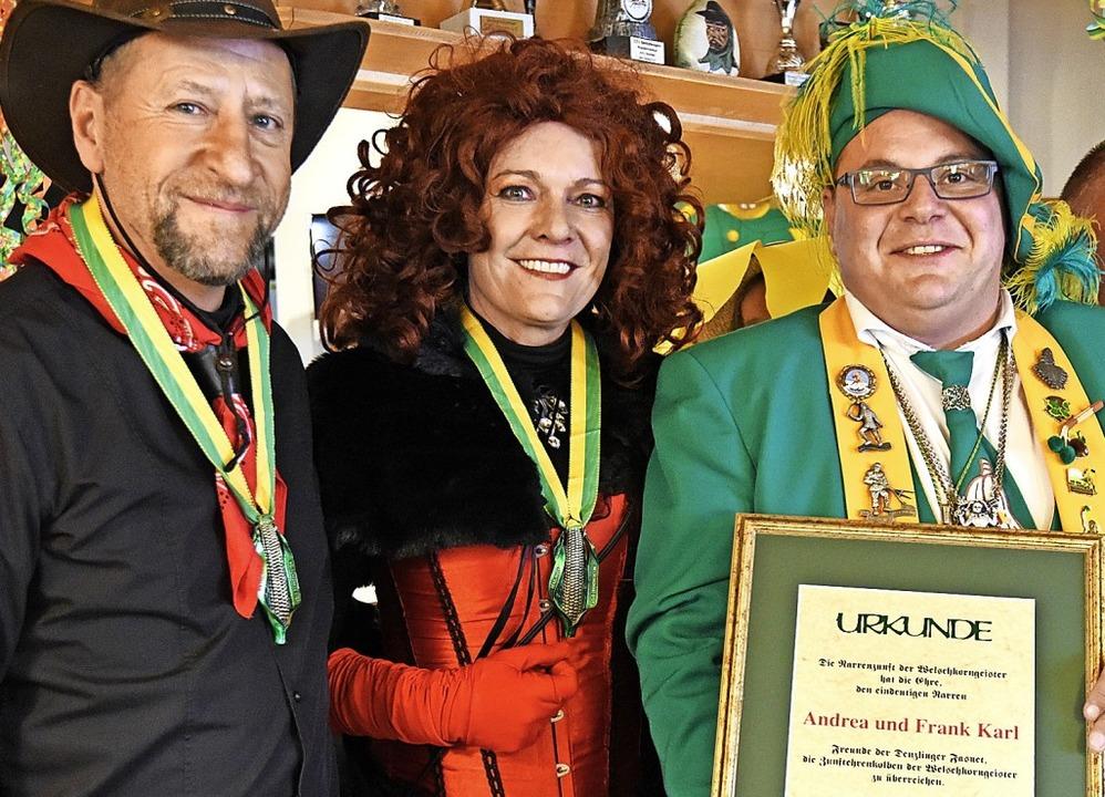 Frank und Andrea Karl erhielten den Eh...Heizmann  den silbernen Verbandsorden.  | Foto: Markus Zimmermann