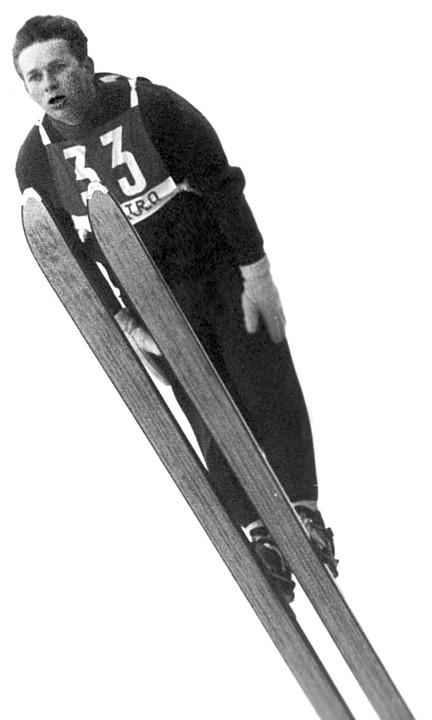 Georg Thoma sprang bei Olympia mit weißen Wollhandschuhen seiner Oma.  | Foto: Sportreport