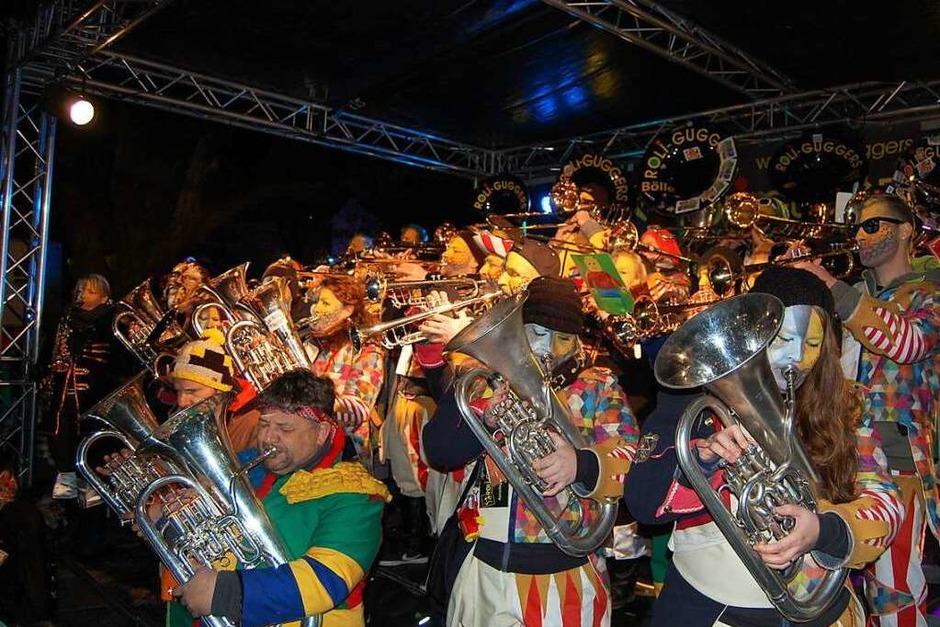 30 Guggenmusiken aus vier Ländern gab es beim Guggen-Festival in Laufenburg zu hören. (Foto: Melanie Dramac)