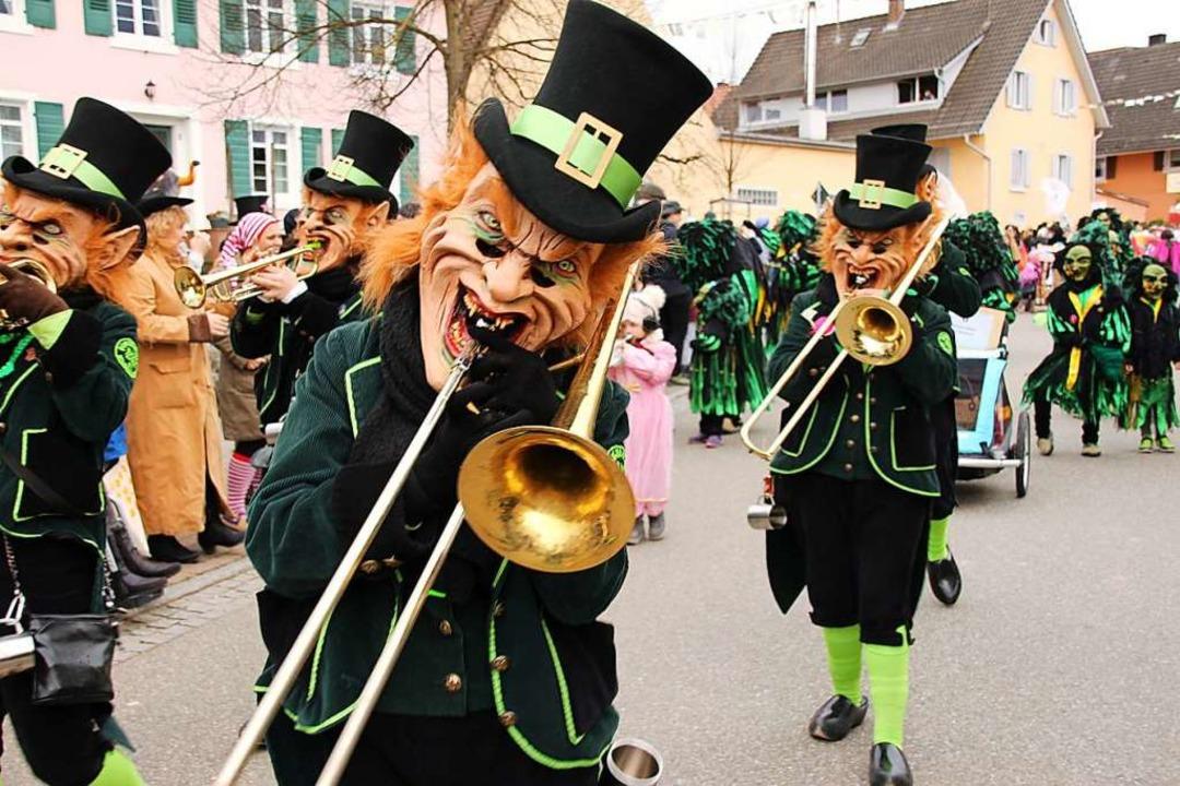 Für schräge Töne sorgen auch Blächschade aus Neuershausen.  | Foto: Mario Schöneberg