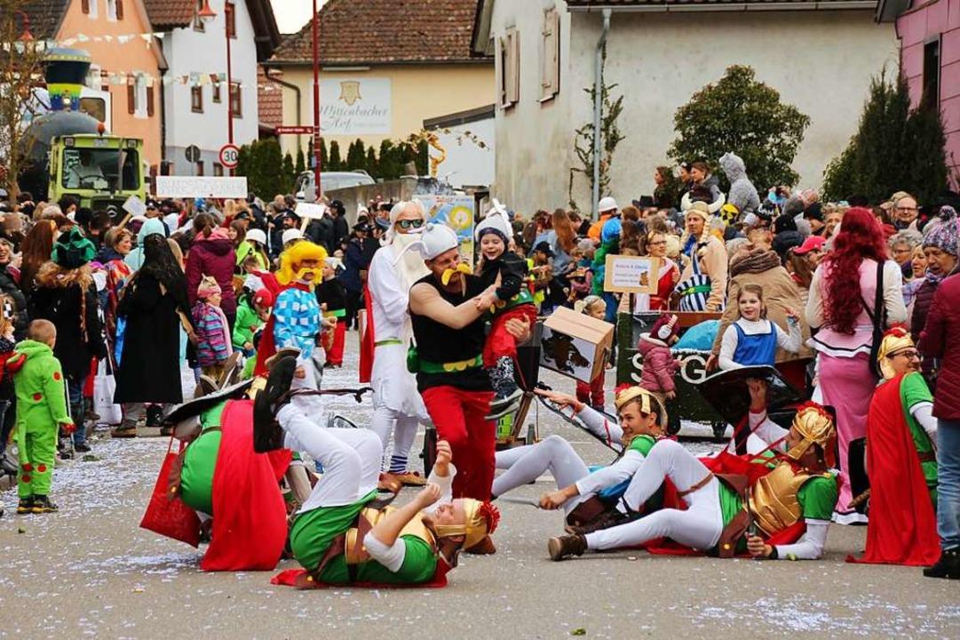 Turbulente Umzugstruppe des Sportverei...en unter den römischen Legionären auf.  | Foto: Mario Schöneberg