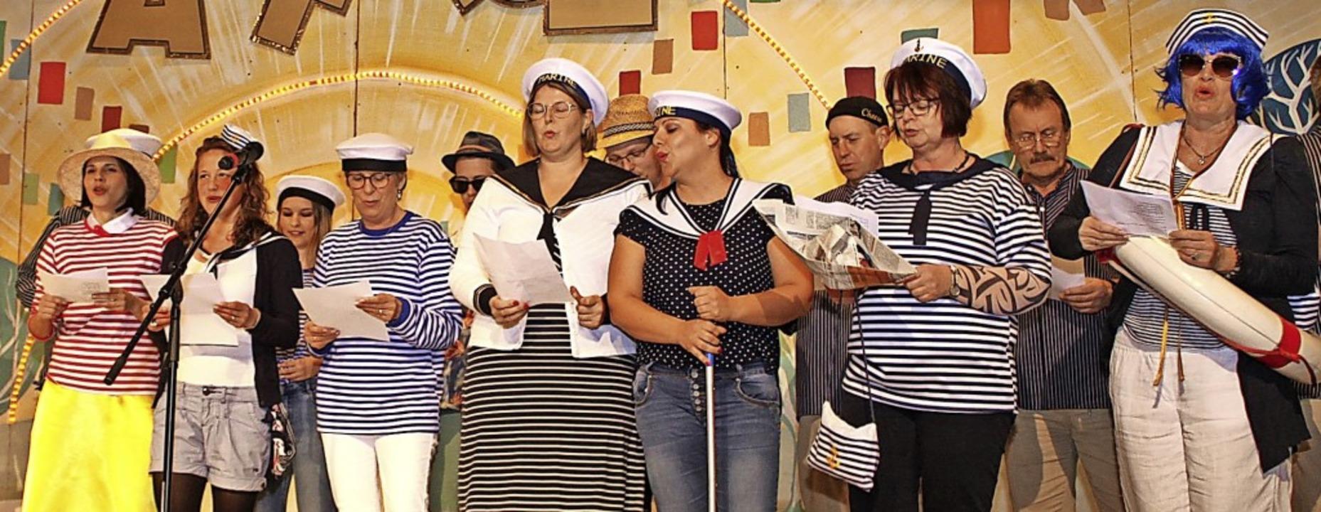 Mitglieder der Gemeindeverwaltung grat...en zum Jubiläum der Zunft musikalisch.    Foto: Adelbert Mutz