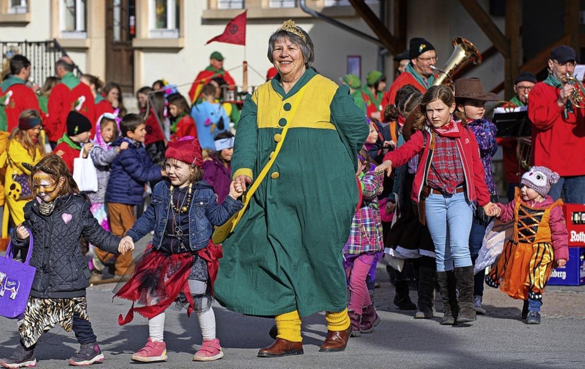 Kinderfasnet in Wellendingen:  Froschk...rt führte die närrische Polonaise an.   | Foto: Wolfgang Scheu