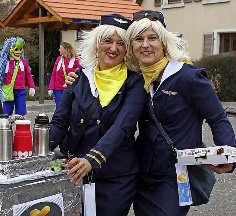 Stewardessen, Western-Girls, die sich ...Umzug war fantasievoll und farbenfroh.  | Foto: Reinhard Cremer