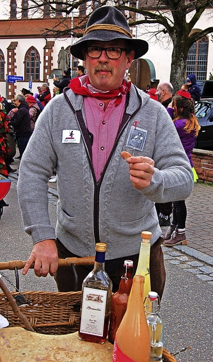 Wassermeister Klaus Ruf war  mit Hochprozentigem beim Umzug dabei.    Foto: Christian Ringwald