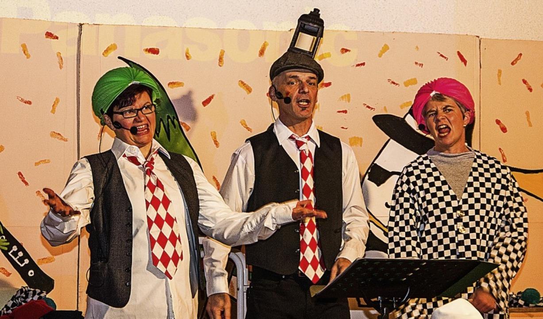 Sabine Fräulin, Markus Bächlin und Renate Epking (v.l.) sangen lautstark.    Foto: Hugenschmidt Johannes