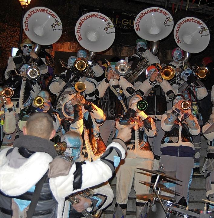 30 Guggenmusiken aus vier Ländern gab ...nmusik Ohrenputzer mit dabei (rechts).    Foto: Melanie Dramac