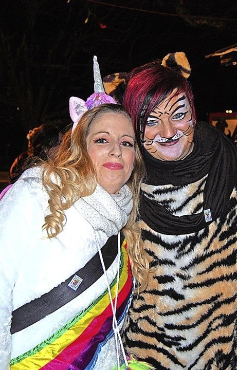 Bunter Reigen: Guggenmusiker und Besuc...aufwändig und fantasievoll kostümiert.    Foto: Melanie Dramac