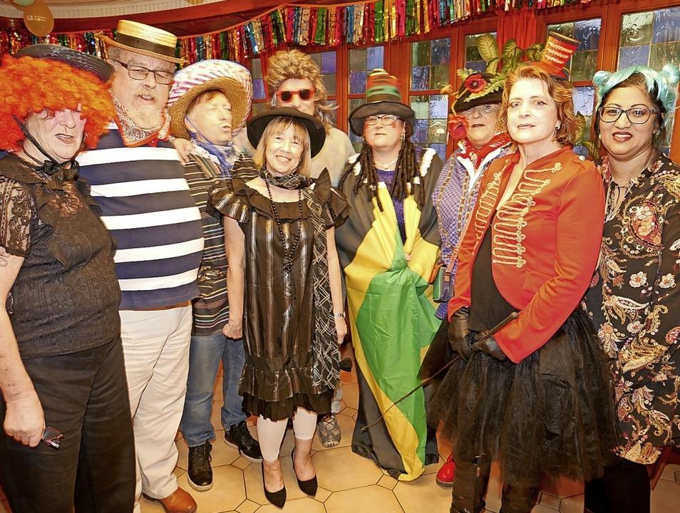 Sechs Engländer aus der Partnerschaft ...lgten sie das Schnurren mit Freunden.     Foto: Eva Korinth