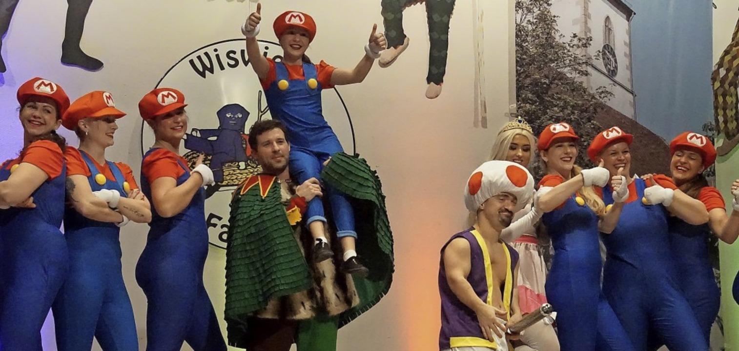 Die Wiswieler Kolibacher mit Super Mario im Paradies und dem Märchen vom Apfel   | Foto: Ilona Huege